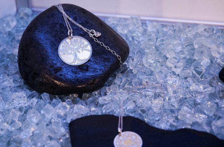 Biżuteria srebrna – dobra kondycja przez długie lata!